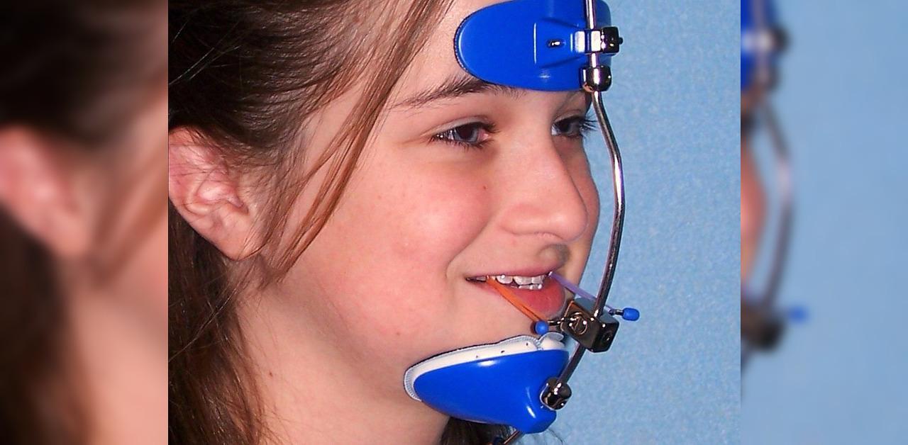 Aparat ortodontyczny i maska twarzowa
